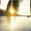 Fie ca anii ce se scurg sa treaca,<br />Precum razele soarelui mangaie valurile!